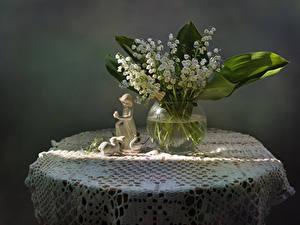 Fotos Maiglöckchen Grauer Hintergrund Vase Blumen
