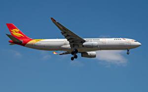 Hintergrundbilder Airbus Flugzeuge Verkehrsflugzeug Seitlich Capital Airlines, A330-300