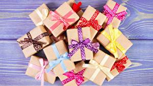 Picture Many Box Bowknot Present