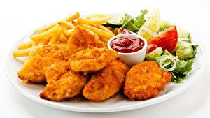Hintergrundbilder Die zweite Gerichten Fleischwaren Gemüse Fritten Fast food Weißer hintergrund Teller Ketchup