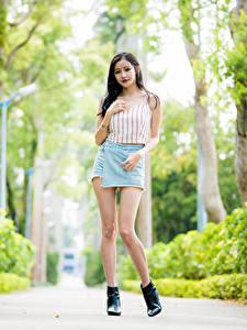 Hintergrundbilder Asiaten Unscharfer Hintergrund Bein Rock Unterhemd Blick
