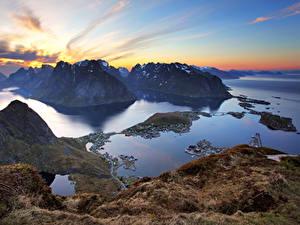 Bilder Norwegen Lofoten Gebirge Sonnenaufgänge und Sonnenuntergänge Bucht Natur