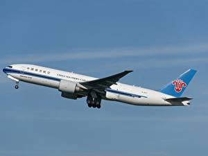 Fotos Boeing Flugzeuge Verkehrsflugzeug Seitlich 777F, China Southern Cargo