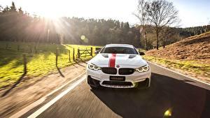 Bureaubladachtergronden BMW Vooraanzicht Rijdende Wit M4 2018 550 MH4 Manhart Racing Auto