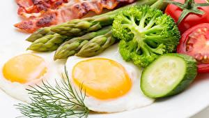 Fotos Fleischwaren Gemüse Dill Spiegelei