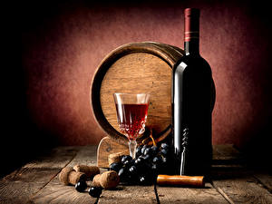 Bilder Fass Wein Weintraube Bretter Mauer Flasche Weinglas