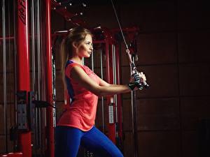 Fotos Fitness Braune Haare Nikolas Verano Mädchens Sport