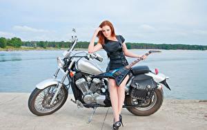 Fonds d'écran Roux Fille Les robes Jambe Guitare Motocyclette