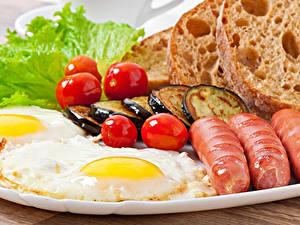 Fotos Frankfurter Würstel Tomate Gemüse Brot Aubergine Spiegelei Lebensmittel