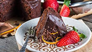 Hintergrundbilder Torte Süßigkeiten Erdbeeren Stücke Teller Lebensmittel