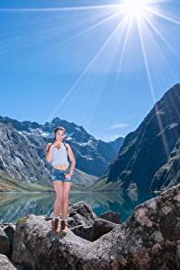 Fotos Berg Steine See Felsen Lichtstrahl Mädchens