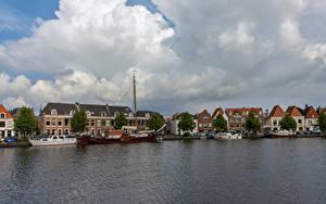 Bilder Niederlande Gebäude Fluss Bootssteg Wolke Haarlem Städte