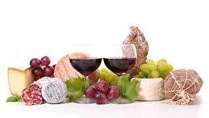 Hintergrundbilder Stillleben Wein Weintraube Schinken Wurst Käse Weißer hintergrund Weinglas Zwei