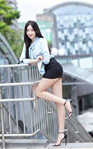 Hintergrundbilder Asiatisches Brünette Posiert Bein Rock Bluse Lächeln Blick Mädchens