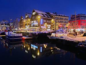 Fotos Norwegen Haus Bootssteg Abend Winter Schiffe Bucht Straßenlaterne Tromso