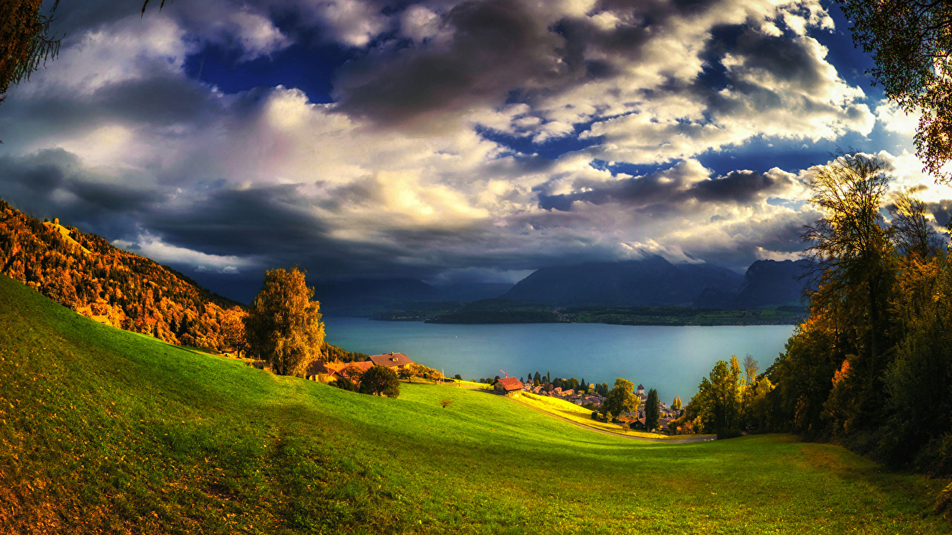壁紙 1366x768 スイス 風景写真 湖 秋 草原 空 Oberhofen 木 雲 自然 ダウンロード 写真