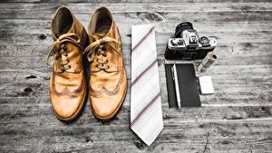 Fotos Bretter Boots Krawatte Fotoapparat Kugelschreiber