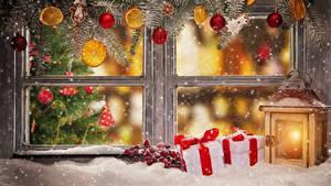 Fotos Neujahr Fenster Laterne Geschenke