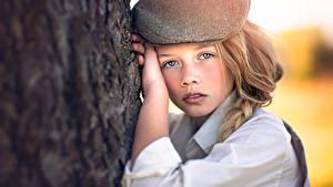 Bilder Starren Hand Baumstamm Kleine Mädchen Julia Altork Kinder