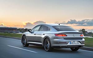 Fotos Volkswagen Fahrendes Graue Metallisch Hinten Arteon 4MOTION Elegance Worldwide auto