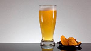 Hintergrundbilder Bier Trinkglas Kartoffelchips Schaum Lebensmittel