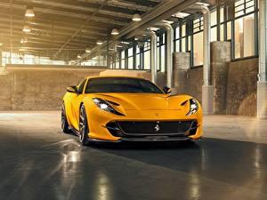 Bilder Ferrari Gelb Superfast 812 by Novitec Autos