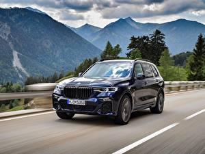 Fotos BMW Straße Gebirge Bewegung Softroader Metallisch X7, G07 Autos