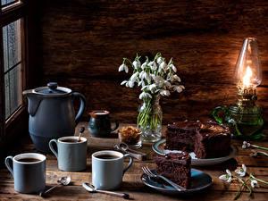 Bilder Stillleben Schneeglöckchen Petroleumlampe Kaffee Torte Krüge Tasse Löffel