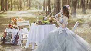 Bilder Kerzen Tisch Brautpaar Trauung Braune Haare Kleid Sitzend