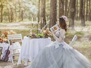 Fonds d'écran Bougies Table Jeune mariée Mariage Aux cheveux bruns Les robes S'asseyant