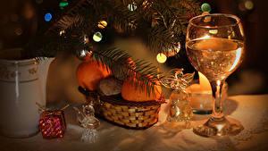 Hintergrundbilder Feiertage Neujahr Champagner Mandarine Ast Weinglas Glocke das Essen