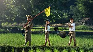 Bilder Asiaten Jungen Der Hut Shorts Gras Drei 3 Kinder