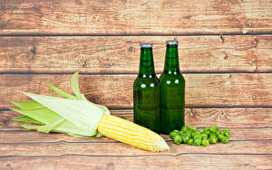Fotos Kukuruz Bier Echter Hopfen Bretter Flaschen das Essen
