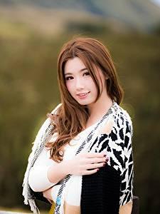 Hintergrundbilder Asiaten Unscharfer Hintergrund Braune Haare Blick Hand Mädchens