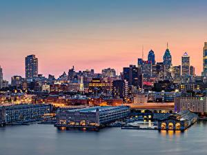 Hintergrundbilder USA Gebäude Fluss Schiffsanleger Abend Philadelphia Städte