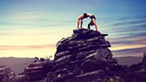 Fotos Fitness Felsen Körperliche Aktivität Mädchens Sport