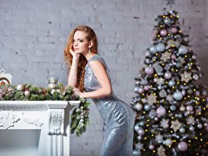 Fonds d'écran Nouvel An Les robes Arbre de Noël Boules