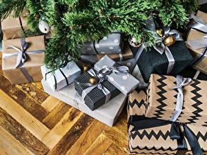 Bilder Neujahr Ast Geschenke
