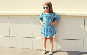 Fotos Kleine Mädchen Model Kleid Brille Kinder
