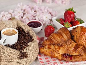 Fotos Kaffee Erdbeeren Croissant Tasse Getreide
