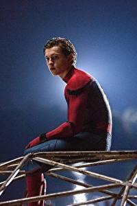 Bilder Spider-Man: Homecoming Spiderman Held Comic-Helden Mann Sitzend Tom Holland Film Prominente