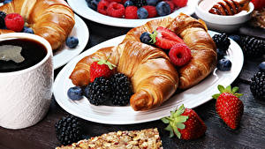 Pictures Croissant Strawberry Raspberry Blackberry Coffee Plate