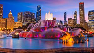 Bilder USA Gebäude Springbrunnen Skulpturen Abend Chicago Stadt Buckingham Fountain