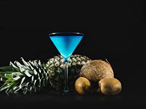 Bilder Cocktail Ananas Kiwi Kokos Schwarzer Hintergrund Weinglas Lebensmittel