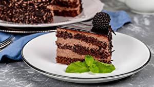 Bilder Törtchen Brombeeren Schokolade Torte Teller Stück das Essen
