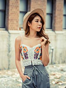 Hintergrundbilder Asiatische Posiert Die Hose Unterhemd Der Hut junge frau
