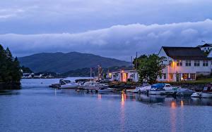 Hintergrundbilder Norwegen Bergen Gebäude Abend Bootssteg Motorboot Bucht