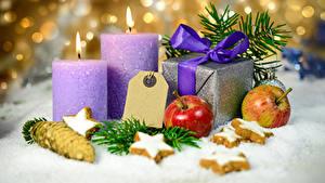 Hintergrundbilder Neujahr Kekse Kerzen Äpfel Geschenke Schnee