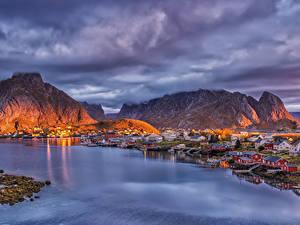 Bilder Norwegen Lofoten Gebirge Haus Seebrücke Abend Bucht Reine Städte