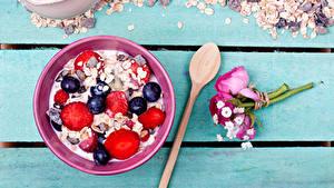 Hintergrundbilder Müsli Beere Sträuße Heidelbeeren Bretter Frühstück Löffel